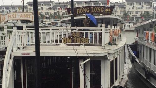 """Đình chỉ đội tàu du lịch """"chặt chém"""" trên vịnh Hạ Long - 1"""