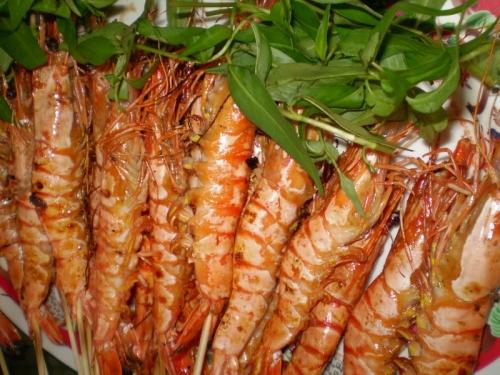 Nguy hiểm khôn lường khi ăn tôm sai cách - 5