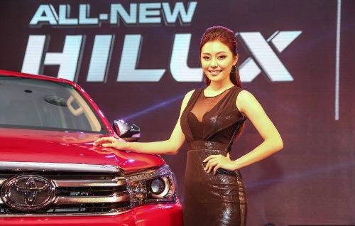 Toyota Hilux 2016 ra mắt ở Malaysia, giá rẻ hơn VN - 1