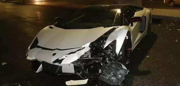 Siêu xe hơn 20 tỉ của sao Hoa ngữ vỡ nát vì tai nạn - 1