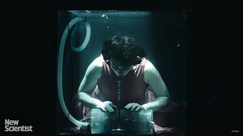 Lạ lùng nhóm nhạc chơi dưới nước đầu tiên trên thế giới - 1