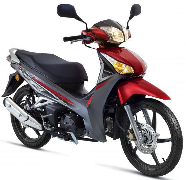 Mẫu xe Honda Future FI 2016 với màu sắc mới trên vừa được tung ra thị trường Malaysia với giá dao động từ 6.072 RM với phiên bản phanh đĩa đơn và 6.358 RM với phiên bản phanh đĩa đôi (tức khoảng 32,86 và 34,41 triệu đồng).