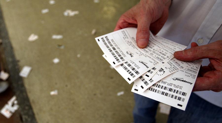 Ấn Độ: Bí tiền cờ bạc, đặt cược cả vợ - 1