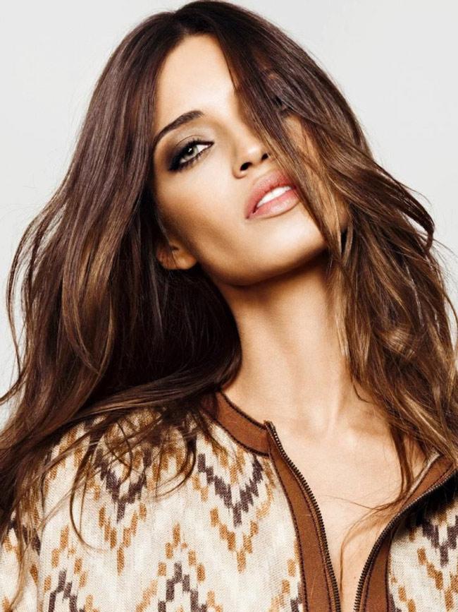 Sara Carbonero Arevalo từng được tạp chí FHM bình chọn Nữ phóng viên thể thao gợi cảm nhất thế giới năm 2009.