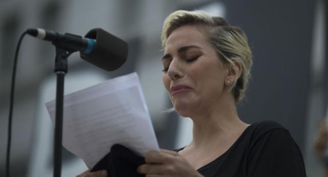 Lady Gaga khóc sưng mắt vì vụ xả súng ở hộp đêm đồng tính - 1