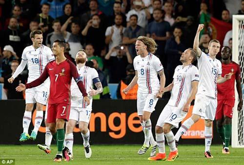 """Hết bực bội, Ronaldo chờ """"thông nòng"""" ở Euro - 1"""