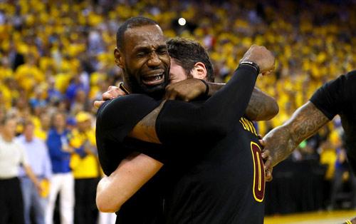 LeBron James giúp Cleveland vô địch NBA lần đầu tiên - 1