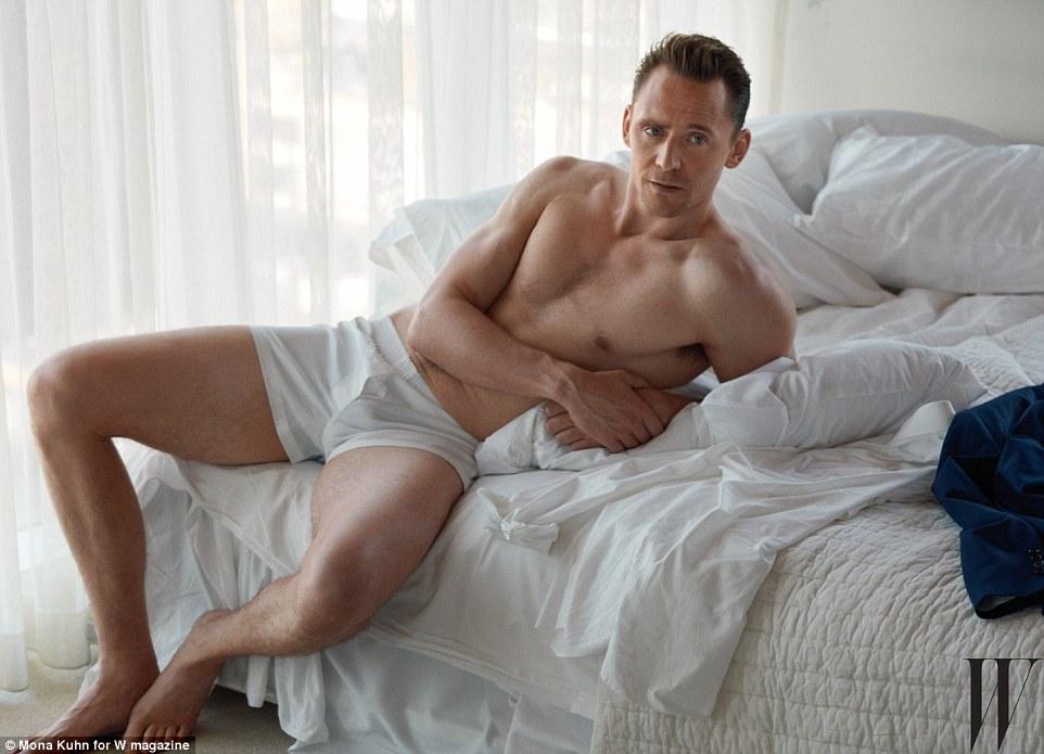 """Tom Hiddleston """"khoe thân"""", cạnh tranh vai James Bond - 1"""