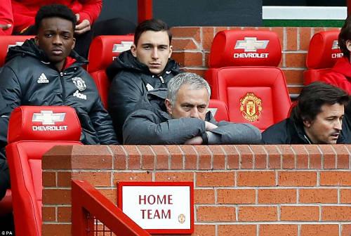 MU mất điểm: Mourinho vạch tội 4 học trò, mắng phóng viên - 1