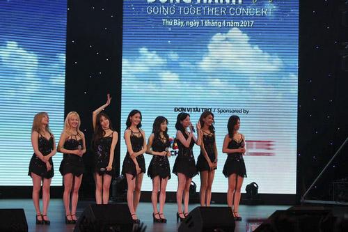 """Các cô gái SNSD khiến khán giả Việt """"đổ đứ đừ"""" - 1"""