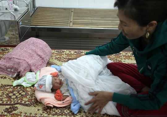 Bé trai sơ sinh nặng 3,1 kg bị bỏ rơi ở cạnh mương thủy lợi - 1