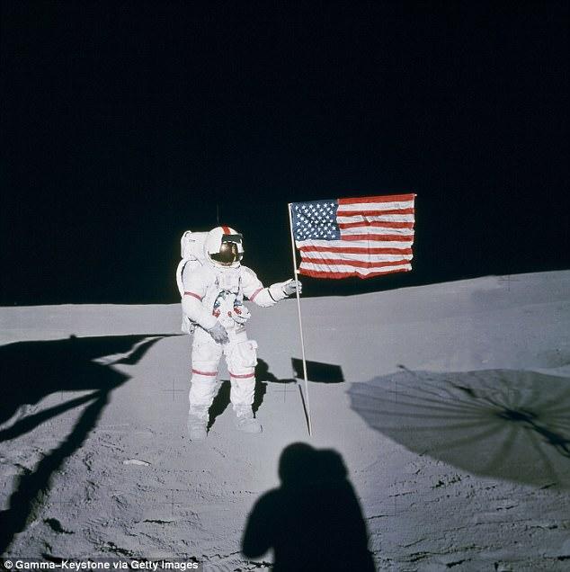 4 phi hành gia NASA quả quyết về người ngoài hành tinh - 1