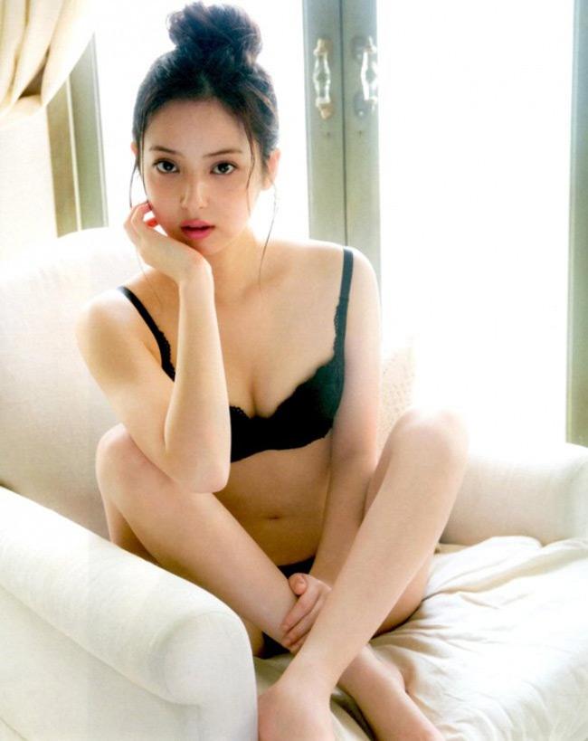 """Việc Nozomi Sasaki sắp sửa lên xe hoa sẽ khiến hàng triệu đàn ông""""khóc ròng"""" vì tiếc nuối."""