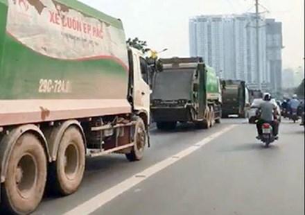 """Tước bằng lái 4 tài xế xe chở rác """"cướp"""" đường buýt nhanh - 1"""