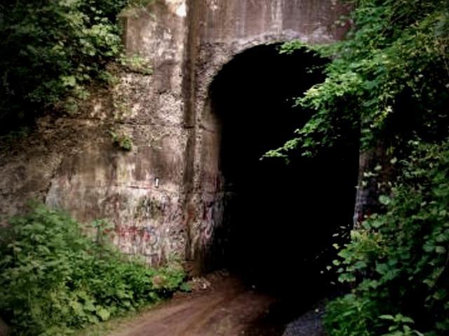 Hãi hùng đường hầm la hét trong đêm ở Canada
