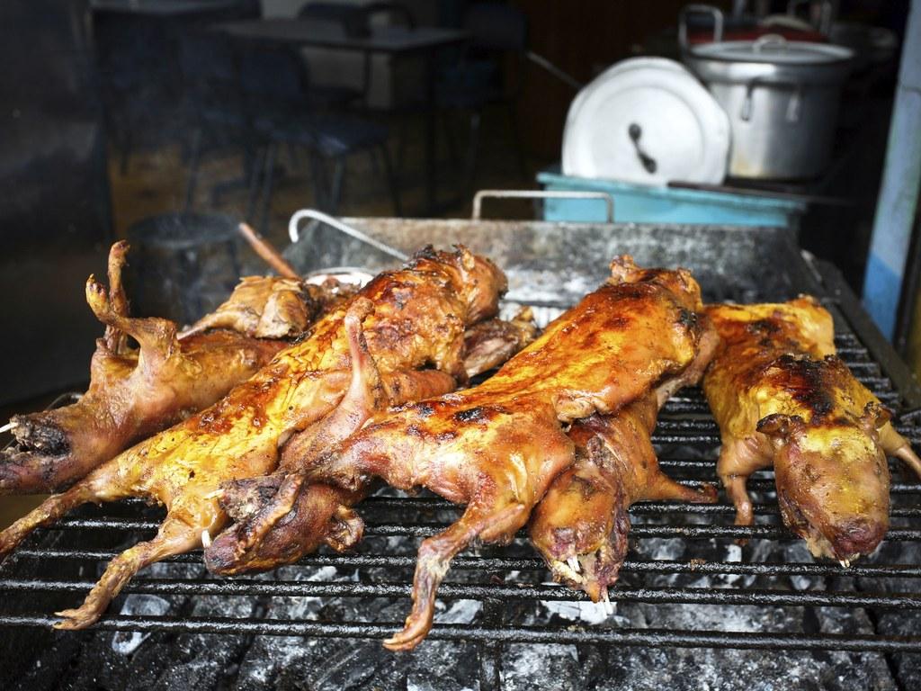 Kinh hãi đặc sản chuột lang nướng - 1