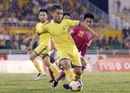 "SLNA: ""Ronaldo Việt Nam"" bớt đảo chân hóa sao sáng - 1"