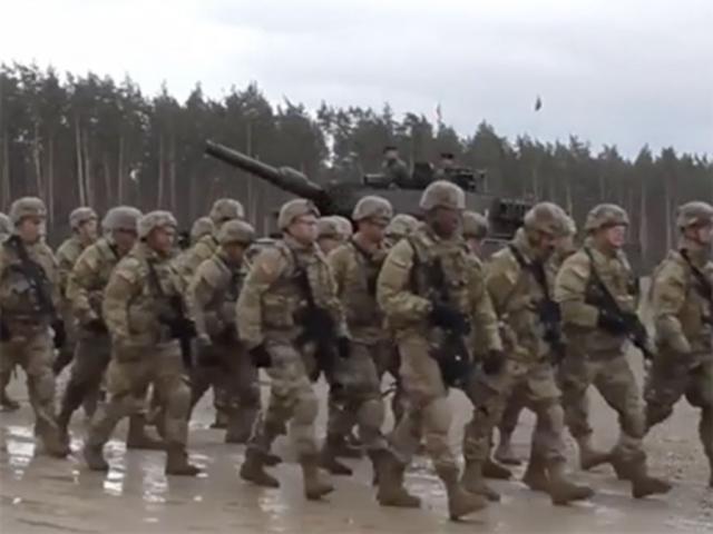 Nga-Mỹ đối đầu, Trump điều 900 quân gần Nga