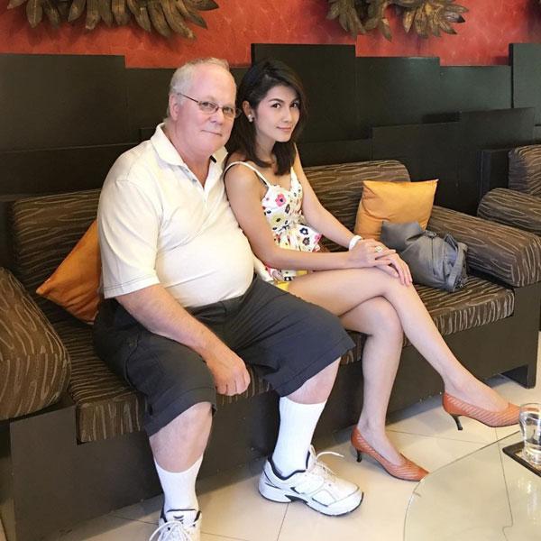 Bỏ chồng 72 tuổi, nữ hoàng 18+ Thái trở lại nghề cũ - 1