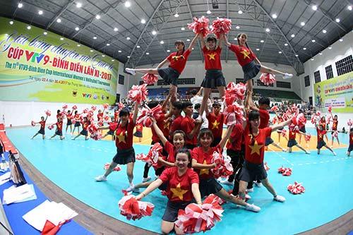 Người đẹp bóng chuyền Kim Huệ, Ngọc Hoa gây sốt trước 2000 fan - 1