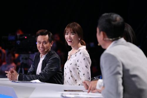 """Trấn Thành bị nghi """"nhắc bài"""" cho Hari Won thắng 50 triệu - 1"""