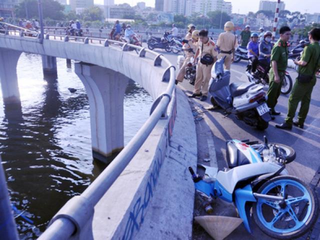 """Khúc cua """"chết chóc"""" trên cầu, còn bao nhiêu người rơi xuống kênh đen?"""