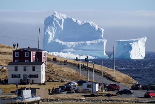 Hàng triệu người đổ về Canada để ngắm 'tảng băng trôi' trong truyền thuyết - 1