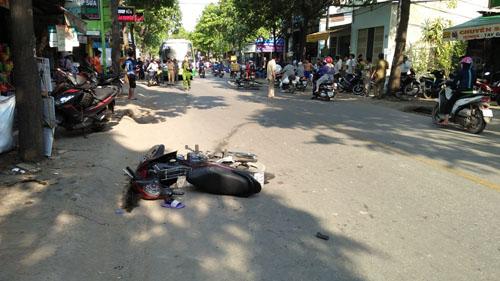 3 người nằm bất động trên phố SG sau va chạm cực mạnh - 1