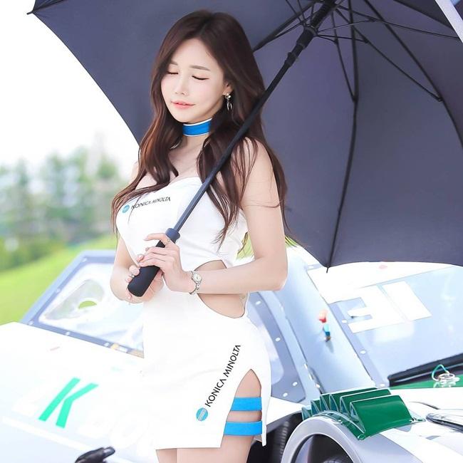 Không chỉ làm mẫu xe, mẫu ảnh, Ga Eun cũng làm mẫu game, thậm chí là cả người mẫu trên võ đài quyền anh.