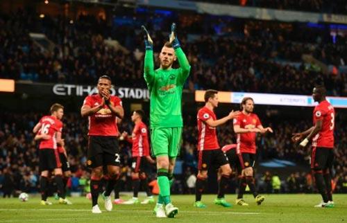 Đua Top 4 Ngoại hạng Anh: MU coi chừng Arsenal - 1