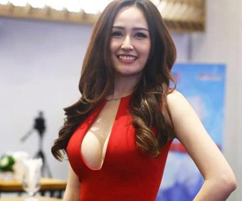 """Kiều nữ Việt gây khó hiểu vì vòng 1 """"phổng phao"""" bất thường - 1"""