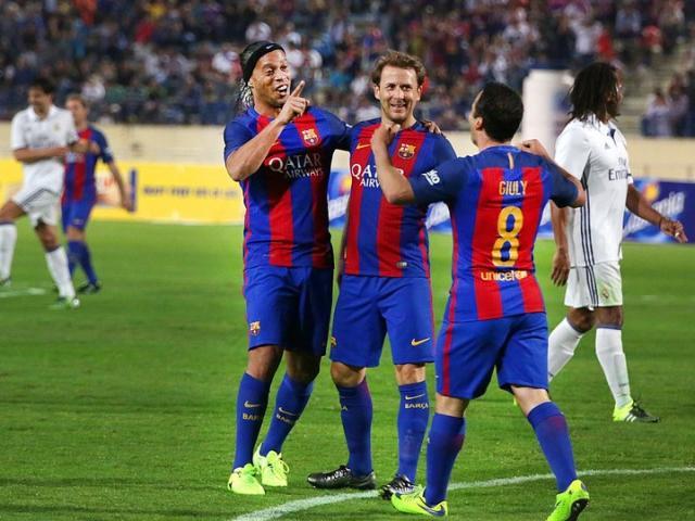 Giao hữu huyền thoại Barca - Real: Ronaldinho diễn ma thuật