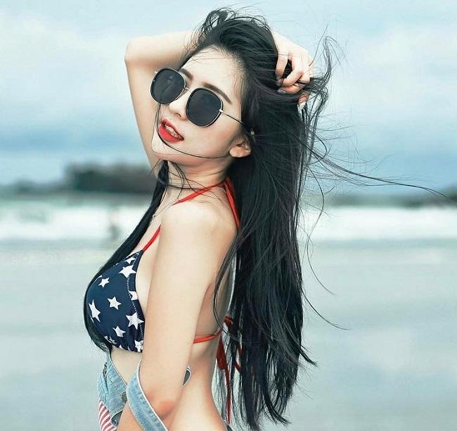 Cô từng có thời gian cộng tác cùng Singapore Freelance Model.