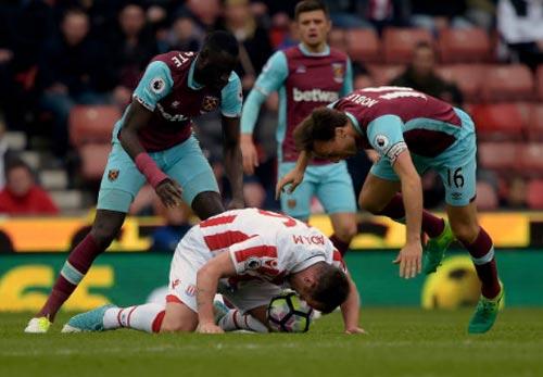 """Stoke – West Ham: Chạm mốc 40 """"thần thánh"""" - 1"""