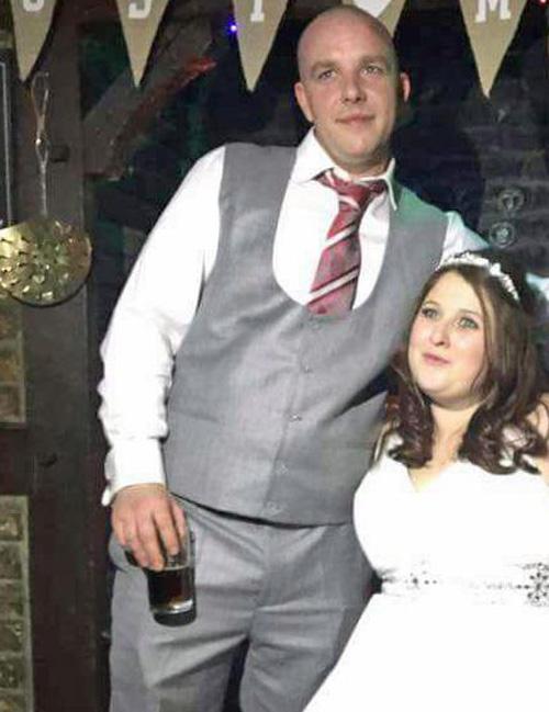 Trước lễ cưới, chú rể vẫn tranh thủ... quấy rối gái lạ - 1