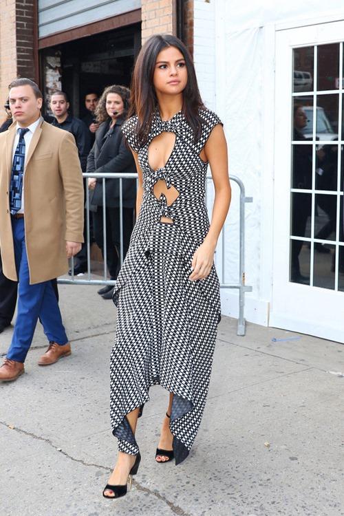 Selena Gomez không thèm mặc 7 món này từ lâu rồi! - 1
