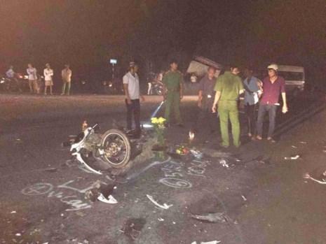 Đối đầu ô tô, 2 thanh niên thiệt mạng - 1