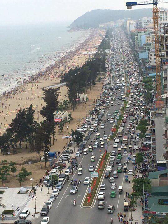 Chen chân tắm biển Sầm Sơn - 1
