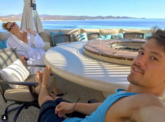 Mới đây, nữ danh ca Mariah Carey đã thuê căn biệt thự trị giá 25 triệu USD (~568 tỷ đồng) ở Cabo San Lucas, Mexico để mừng sinh nhật lần thứ 47 của mình.