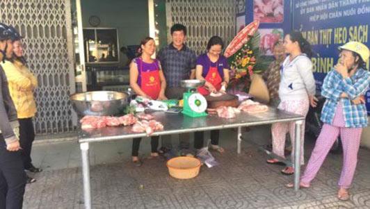 Kéo nhau đi mua thịt heo giá rẻ, có loại 40.000 đồng/kg - 1