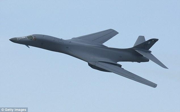 Mỹ điều 2 máy bay ném bom chiến lược đến gần Triều Tiên - 1