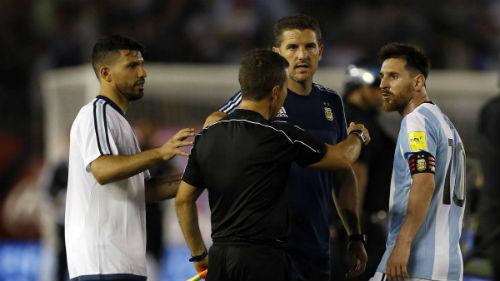 """Messi """"kênh kiệu"""", điều trần với FIFA qua gọi video - 1"""