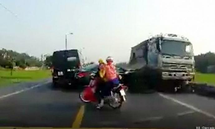 Xử nghiêm lái xe cố tình đâm chết 2 người ở Bắc Giang - 1