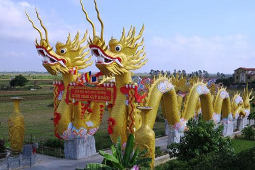 Cận cảnh phủ thờ không phép có đôi rồng khổng lồ ở Thái Bình - 1