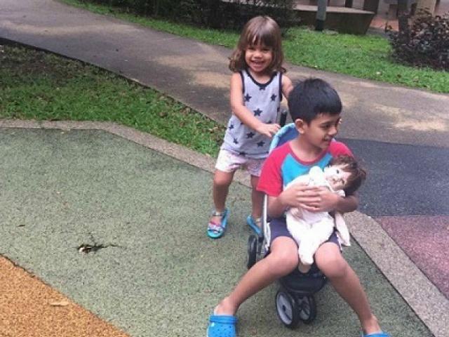 """Bà mẹ Singapore dạy con """"ngược đời"""", nhiều người gật gù vì quá đúng"""