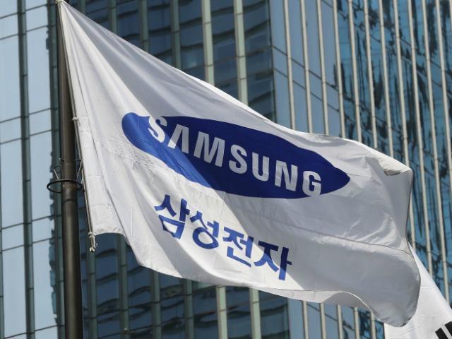 """Samsung sắp """"soán ngôi"""" nhà sản xuất chip lớn nhất thế giới từ Intel"""