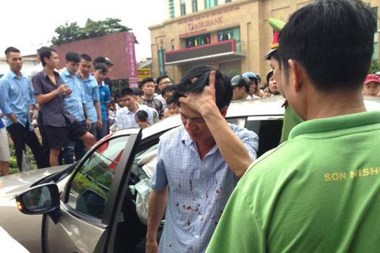 Gây tai nạn, Viện trưởng VKS huyện rời xe với nhiều vết máu - 1