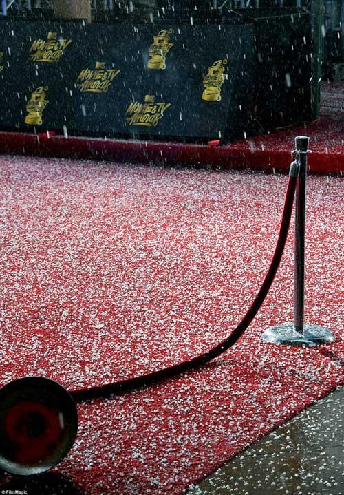 """Mưa đá """"rơi vỡ đầu"""" sao trên thảm đỏ MTV Awards 2017 - 1"""