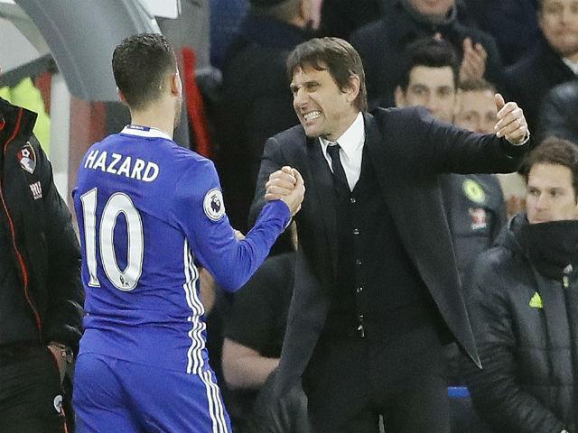 """Sợ Barca cuỗm mất, Chelsea chiều Conte như """"bố già"""""""