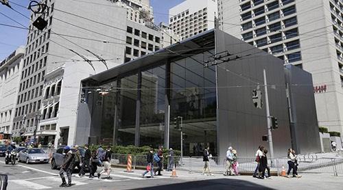 Apple phải làm gì để đạt giá trị vốn hóa kỷ lục 1.000 tỉ USD? - 1